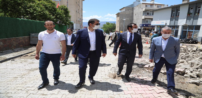 Sivas Valisi Salih Ayhan, Sağanak Yağıştan Olumsuz Etkilenen Gölova'da İncelemelerde Bulundu
