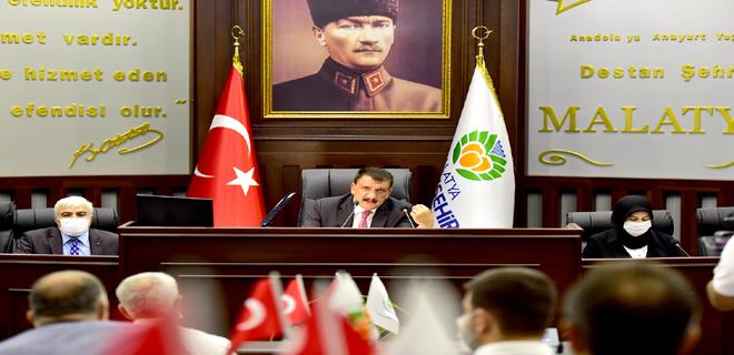 Baştan aşağı yenilen meclis salonunda Eylül ayı toplantısı yapıldı
